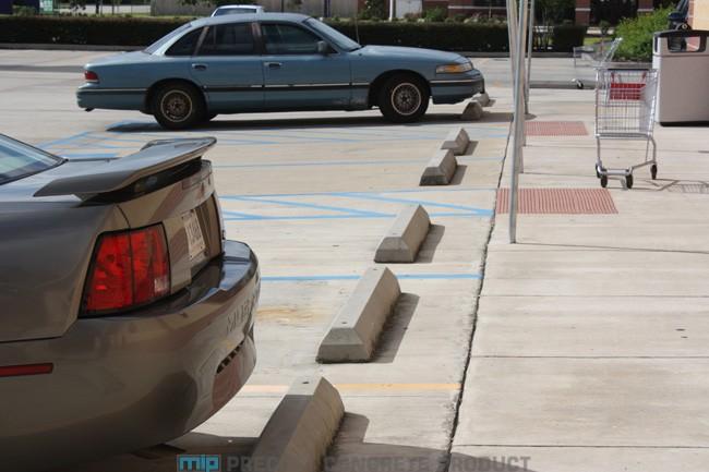 Ragam Varian Car Stopper Concrete Precast pada Area Parkir