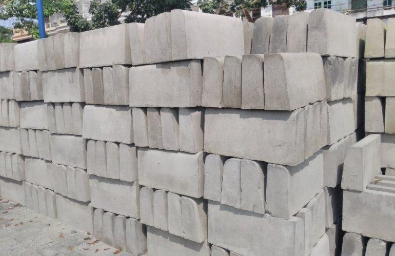 Mengenal Fungsi Kanstin Beton (Kerb) Pembatas Jalan Trotoar