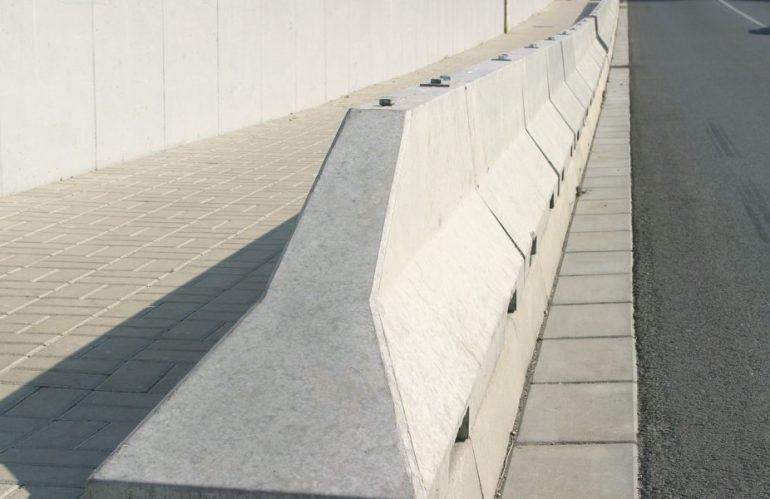 Pengertian, Keunggulan & Kegunaan Dari Road Barrier Beton
