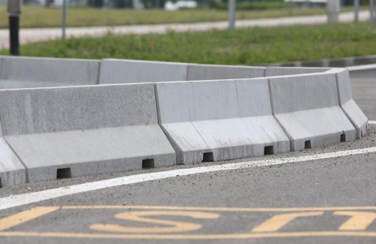 Cara Pemasangan Road Barrier Beton Untuk Pembatas Jalan