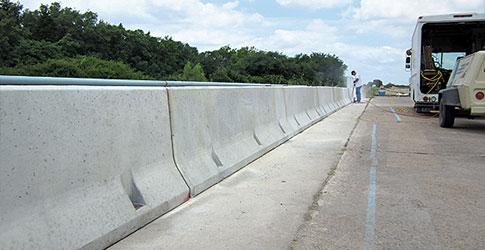 Jenis, Kelebihan & Kekurangan Dari Road Barrier Dalam Dunia Konstruksi